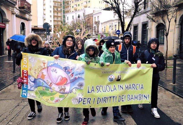 Foggia: Bambini dell'istituto comprensivo Caporizzi Lucarelli - Acquaviva delle fonti - BA - in corteo