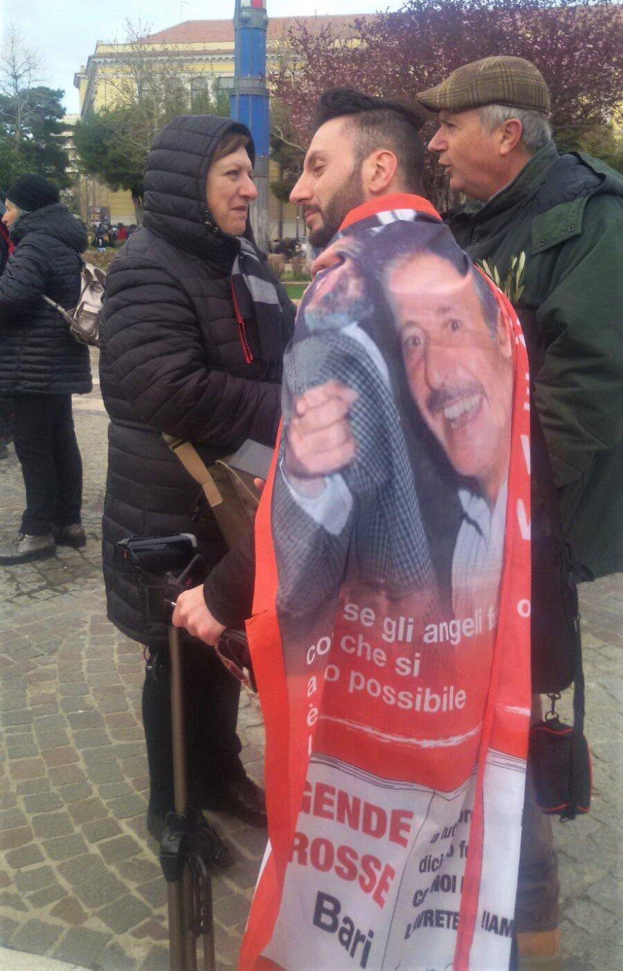 Dario Vassallo con la maestra Dora Tancorra del plesso Collodi di Acquaviva elle Fonti - Bari -