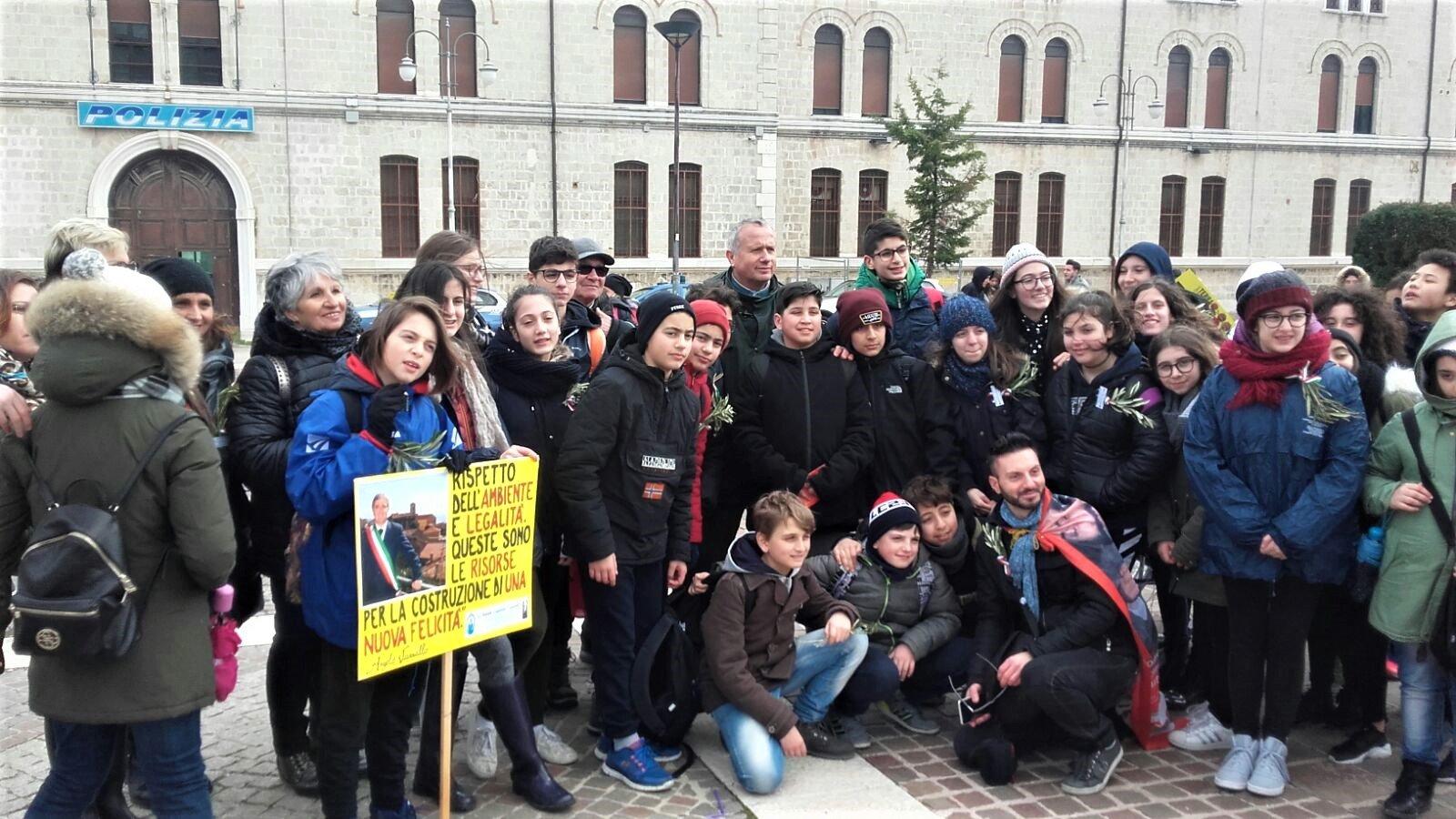 Foggia: Dario Vassallo con alcuni Alunni del plesso Aldo Moro di Acquaviva delle fonti (Ba)